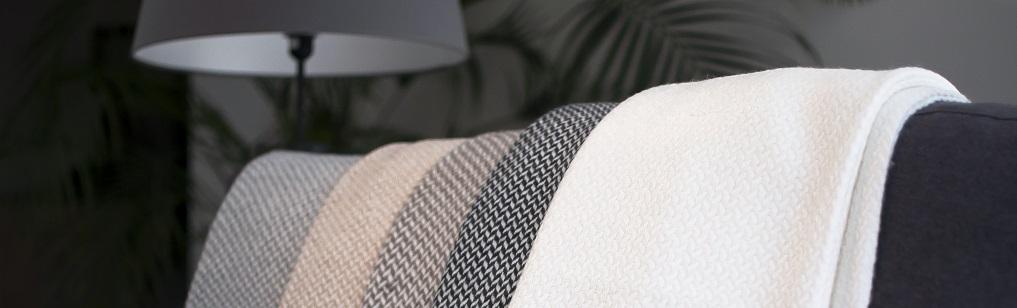 Plaids en cachemire 4 fils et laine ultra moelleux prix for Canape ultra moelleux